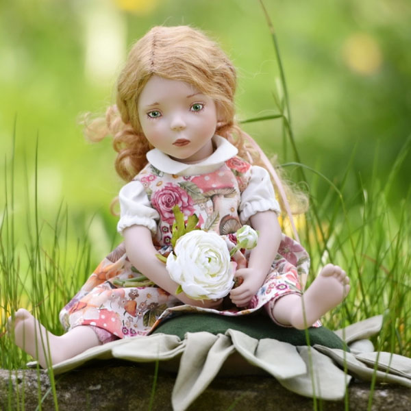 Thumbelina with flower pillow